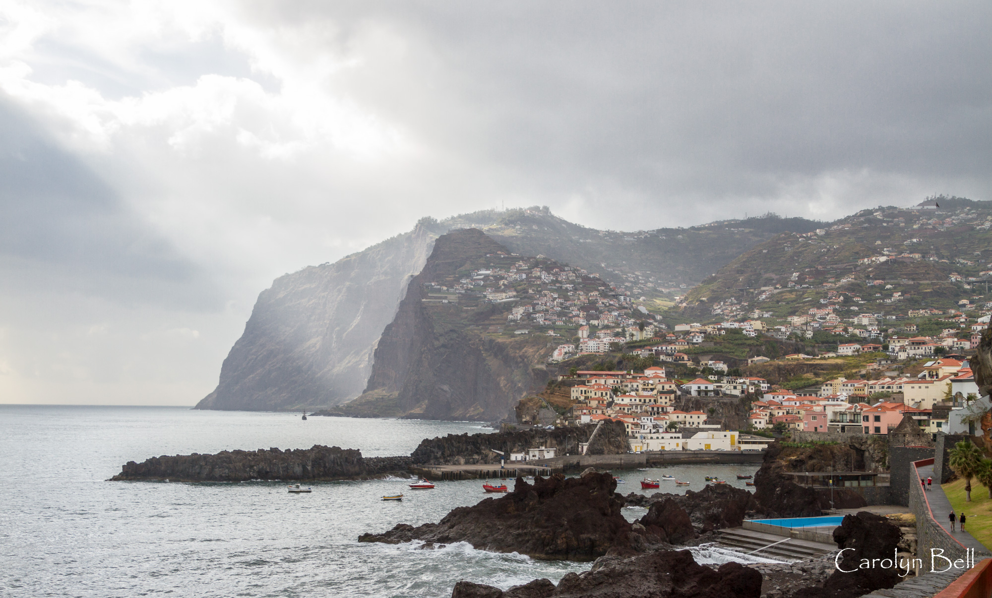 Camara de Lobos with the Cabo Girao behind